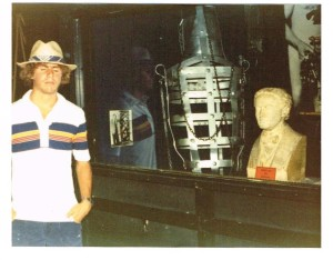 Me with Houdini Bust in June 1980